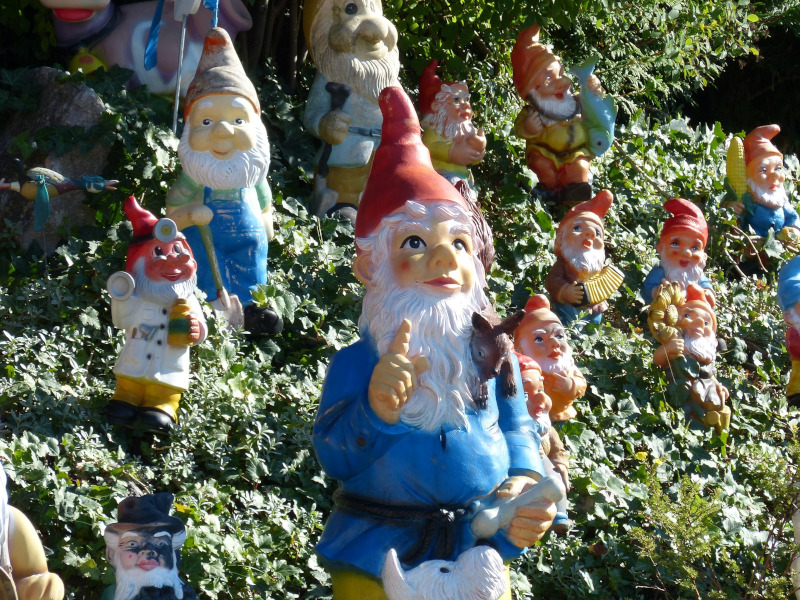 Viele Gartenfiguren Zwerge
