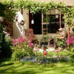 Seitlicher Sicht- und Windschutz an einer Gartenterrasse