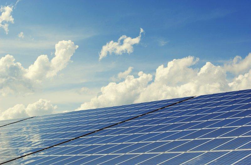 Dach mit Solaranlagen