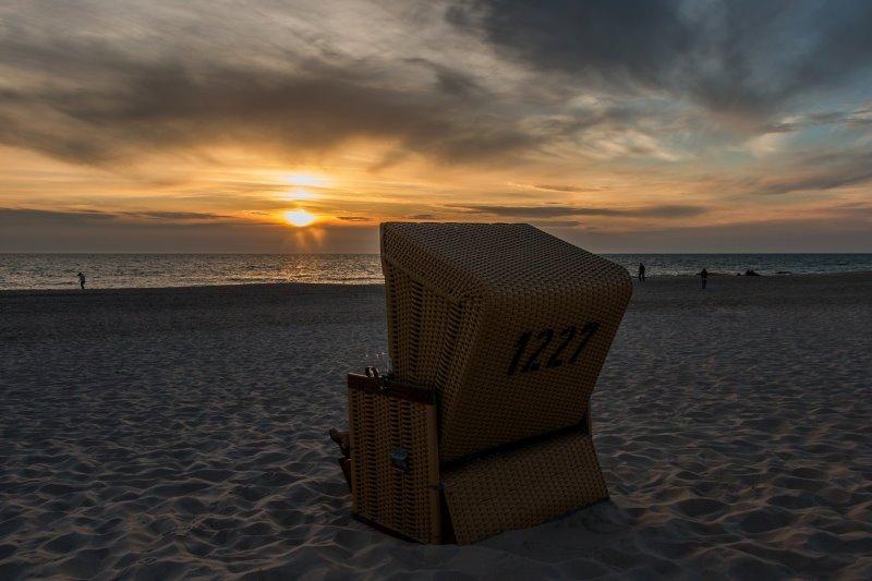 Strandkorb vor Sonnenuntergang
