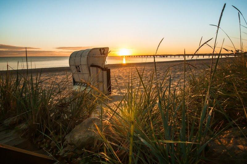 Ostsee Modell Strandkorb Zweisitzer vor Sonnenuntergang
