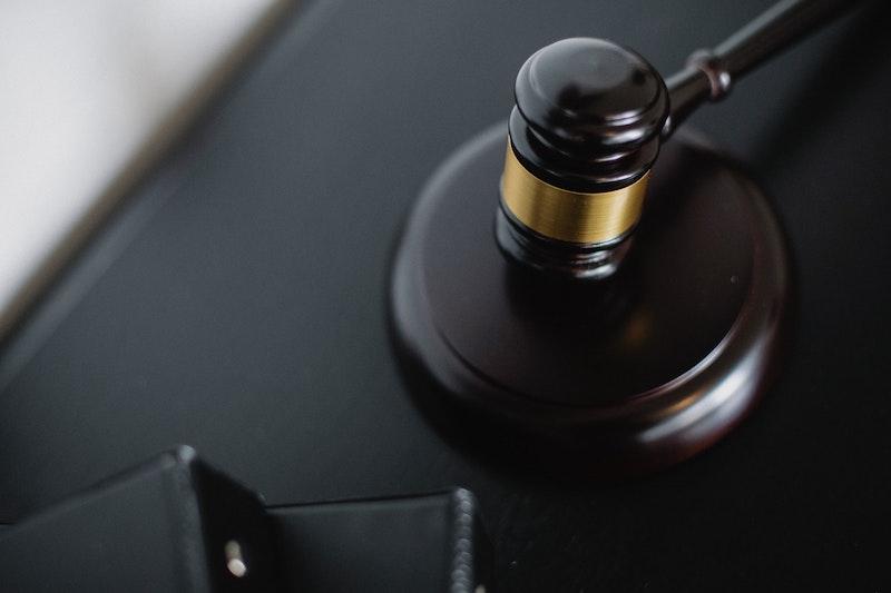 Hammer im Gerichtssaal
