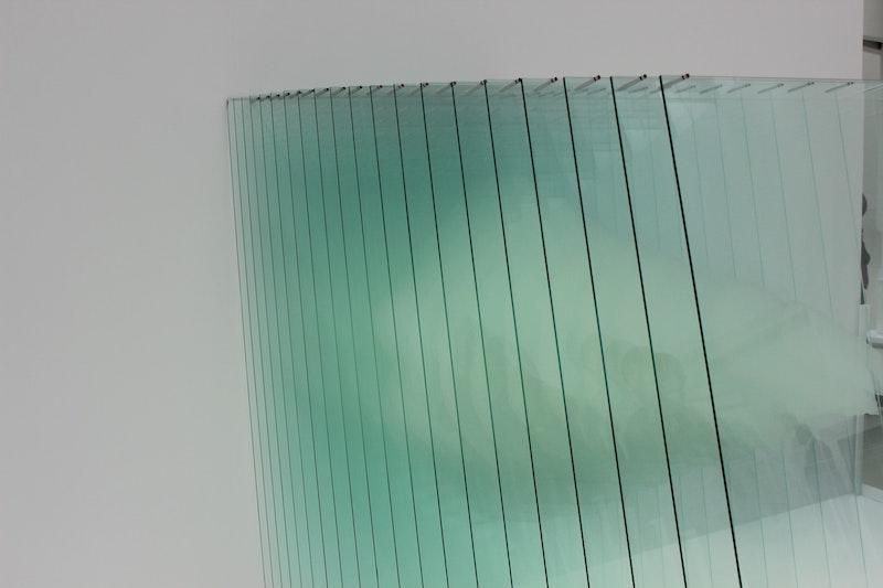 Glasscheiben vor weißem Hintergrund