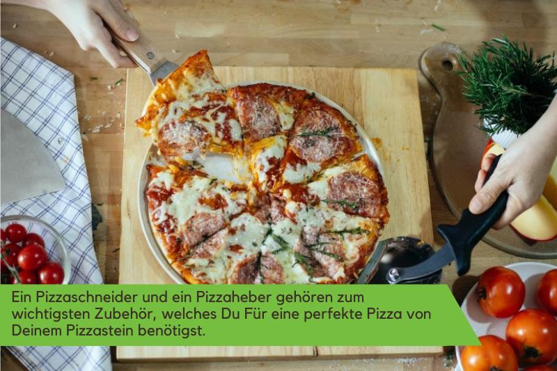 Zubehör für eine Pizza von einem Pizzastein