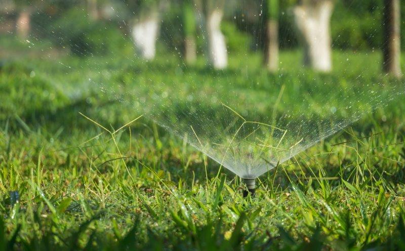 Versenkregner bewässern den Rasen