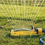 Viereckregner im Test sprengt Rasen